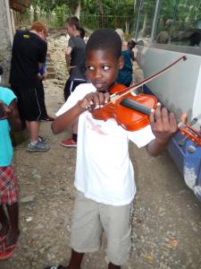violin-Haiti